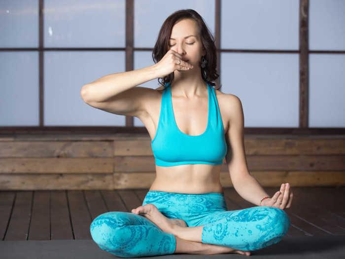 Salary in Yoga:योगा प्रोफेशनल बनून चांगली कमाई करा, किती मिळतो पगार? जाणून घ्या
