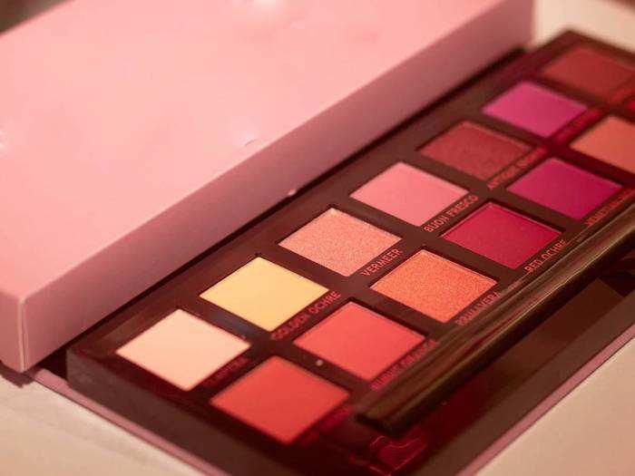 Eyeshadow Palette For Women : इन Eyeshadow Palette से घर बैठें बनाएं अपने आंखों को बोल्ड और खूबसूरत