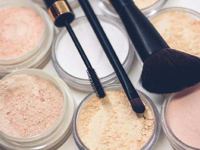 Makeup Foundation For Women : इन Foundation से घर बैठे पाएं पार्लर जैसा ग्लो, जल्दी करें ऑर्डर