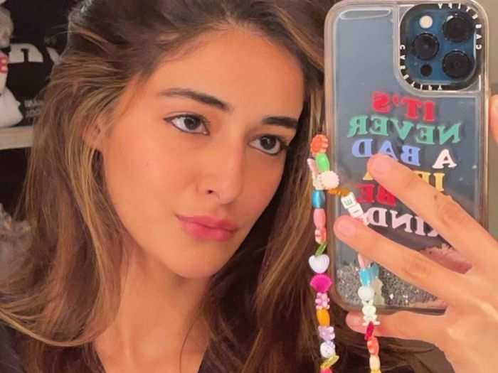 ananya panday selfie shows her love for this clothing piece