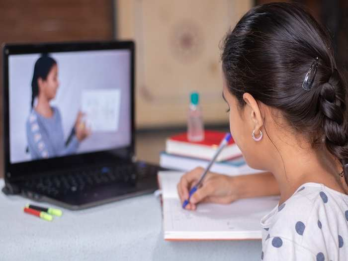 how to prevent children from back and neck pain during online classes