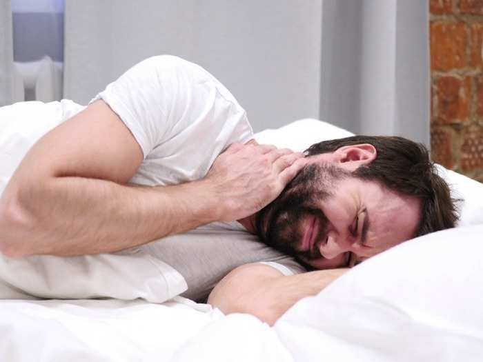 8 best sleeping positions for shoulder pain, back pain and neck pain