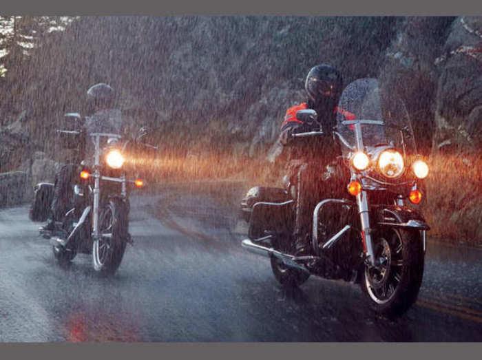 bike riding tips for monsoon rainy season tips to ride bike in rain or on wet roads