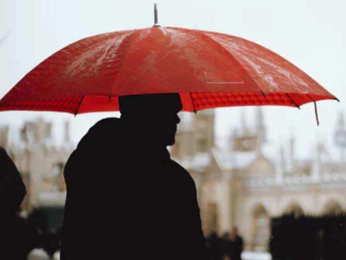 Umbrella : अट्रैक्टिव कलर में उपलब्ध ये Umbrella रखते हैं आपको बारिश और सूरज की किरणों से सुरक्षित