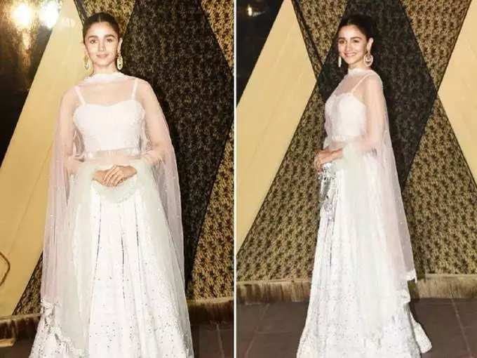 Alia Bhatt Wore Ivory Colour Lehenga Designed By House Of Chikankari For Sakshi Bhatt Wedding Reception - आलिया भटने बहिणीच्या लग्नात घातला बोल्ड डिझाइनर ब्लाउज, सर्वजण तिलाच पाहत होते एकटक   Maharashtra Times