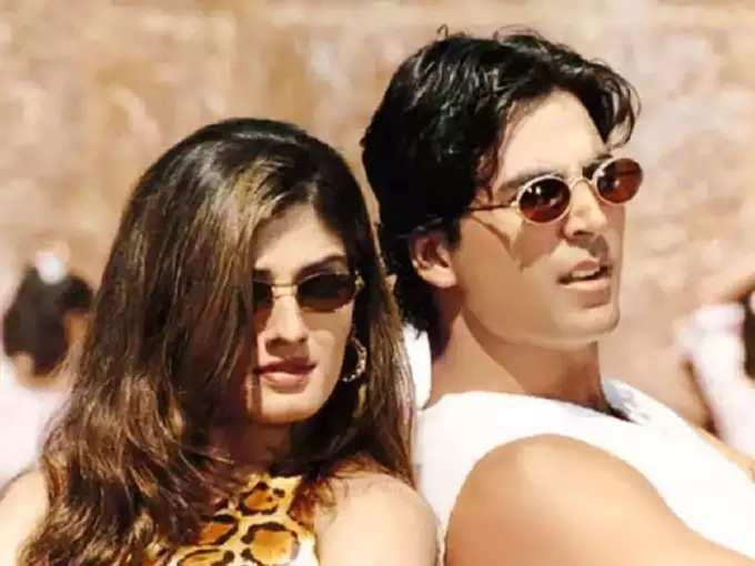 Raveena Tandon Revealed That Rekha Tried To Get Close And Attract To Actor Akshay Kumar - 'अक्षयला ती आकर्षित करण्याचा प्रयत्न करत होती' रेखाबद्दल रवीनाचे विधान! जाणून घ्या दोघांत तिसरा व्यक्ती कसा येतो?   Maharashtra Times