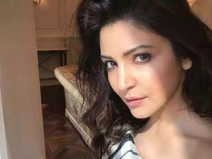 Anushka Sharma Face Hair Fall Problem After Pregnancy And Tips For Hair Fall - डिलिव्हरीनंतर 'या' समस्येमुळे त्रस्त आहे अनुष्का शर्मा, अभिनेत्रीने शोधून काढला नवा उपाय, प्रत्येक आई करू शकते फॉलो | Maharashtra Times