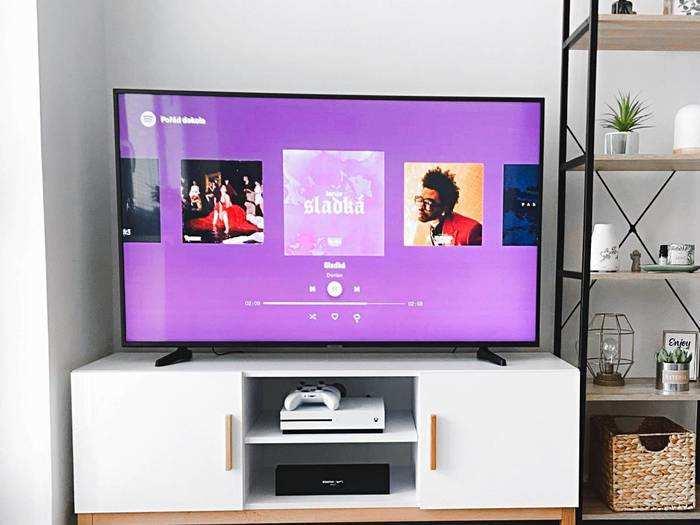 Mi, Samsung और Oneplus जैसे ब्रांड की Smart TV पर मिल रही स्पेशल डील, बचेंगे हजारों रुपए