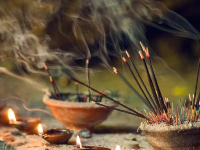 agarbattis helps get rid of germs and know health benefits of to burning incense in your home