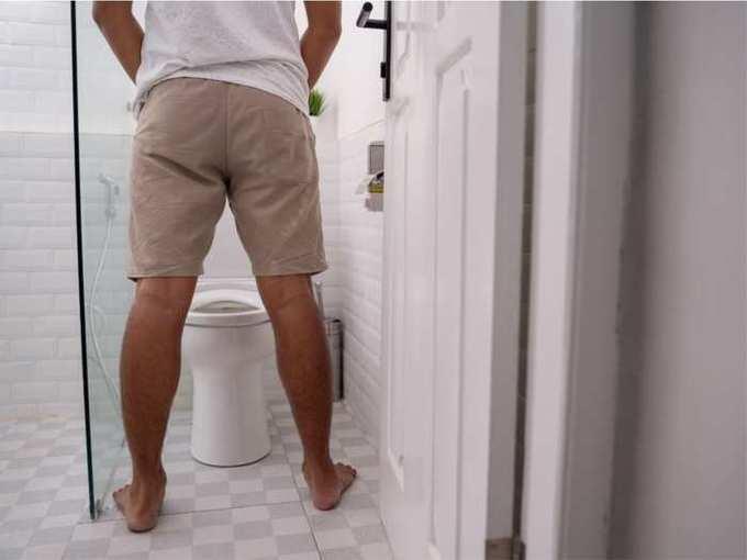 normal urine output in 24 hours: एका दिवसात किती वेळा लघुशंका होणं आहे सामान्य गोष्ट? यापेक्षा जास्त वेळा जावं लागत असेल तर व्हा सावध!