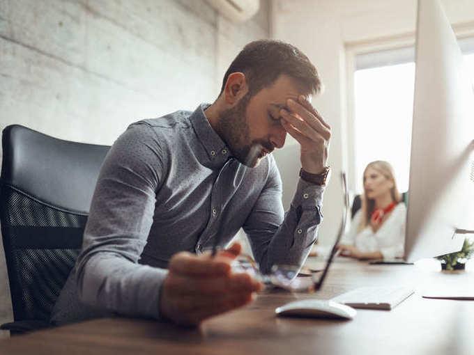 home remedies for hair fall and white hair: Baldness in men :'या' ६ गंभीर चुकांमुळे पुरूषांचे तरूण वयातच पडते टक्कल! डॉक्टरांनी सांगितले हे उपाय!