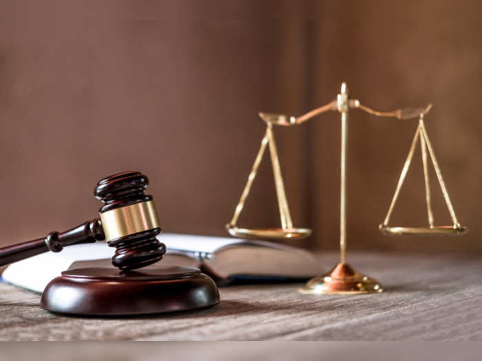 scales-justice-gavel-wooden-table-agreement-courtroom_28283-789
