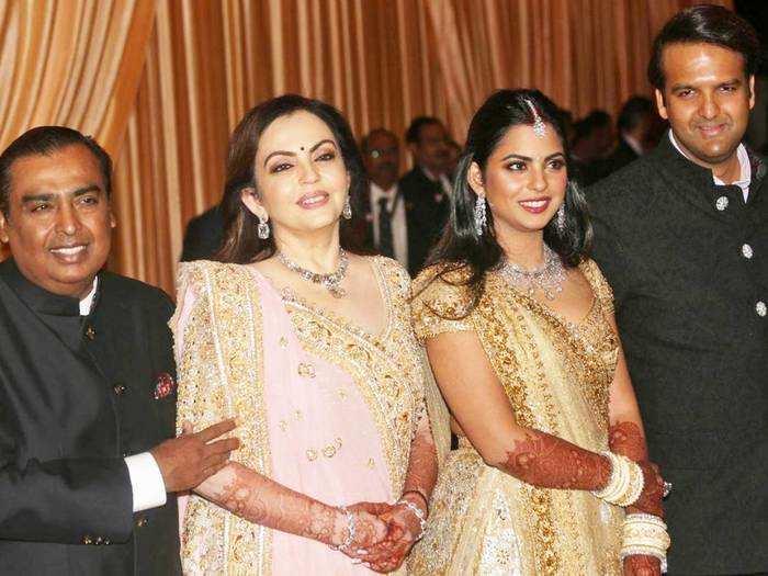 mukesh ambani daughter isha ambani on her husband anand piramal and said that like father like husband