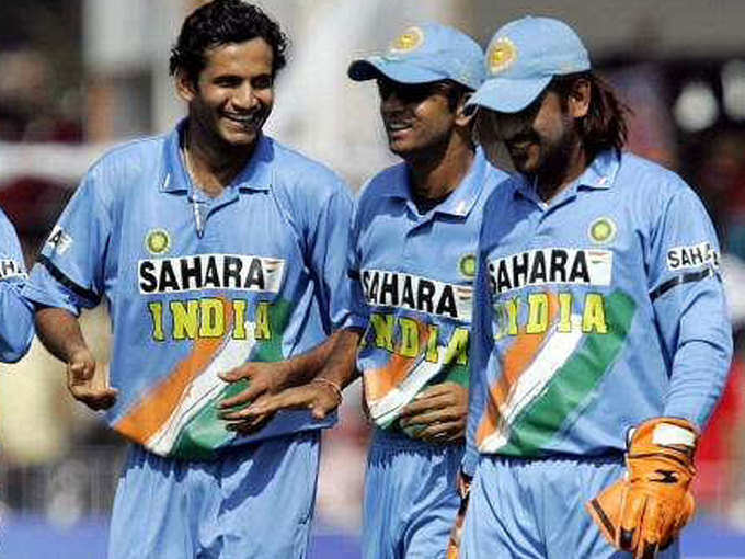 जब विश्व कप-2007 से बाहर होने के बाद राहुल द्रविड़ ने दिखाई थी धोनी-इरफान पठान को फिल्म