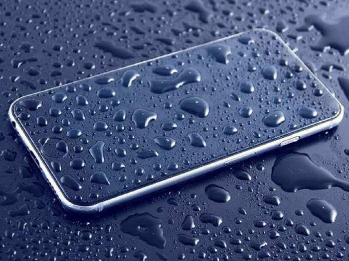 Tips Tricks To Keep Safe Smartphone In Monsoon Rain Water