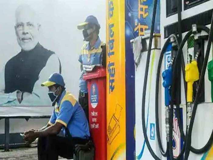 अब दिल्ली और कोलकाता में भी हुआ पेट्रोल 100 रुपये के पार (File Photo)