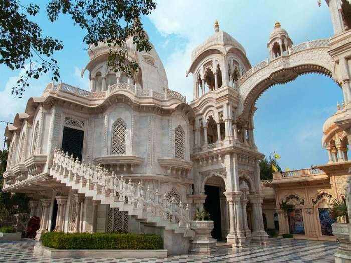 famous temples in vrindavan in hindi