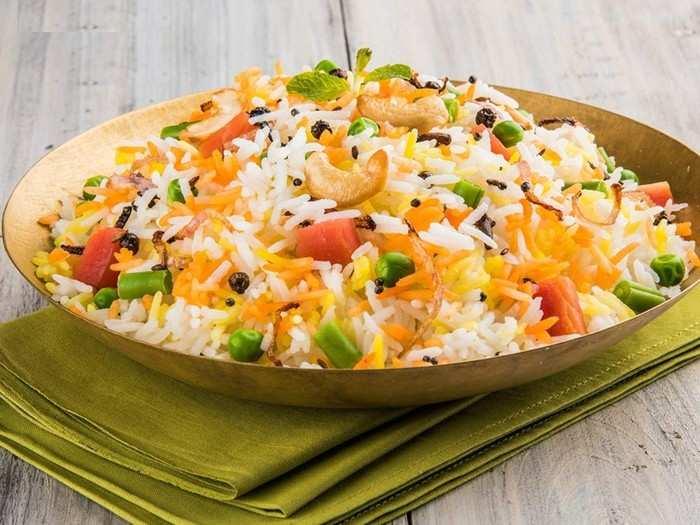 अब घर पर बनाएं टेस्टी बिरयानी, इन Basmati Rice पर मिल रही है 50% तक की छूट
