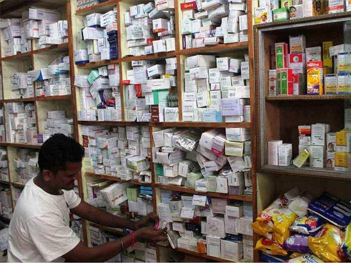 कोरोना के मामले घटे तो घटी दवाओं की बिक्री (File Photo)