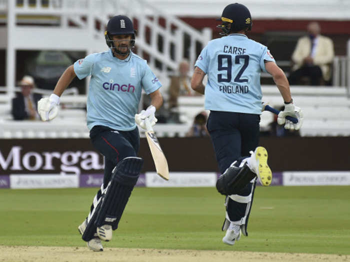 ENG vs PAK 2nd ODI: दूसरे वनडे में भी इंग्लैंड ने पाकिस्तान को धोया, 52 रनों से हराकर सीरीज में बनाई अजेय बढ़त