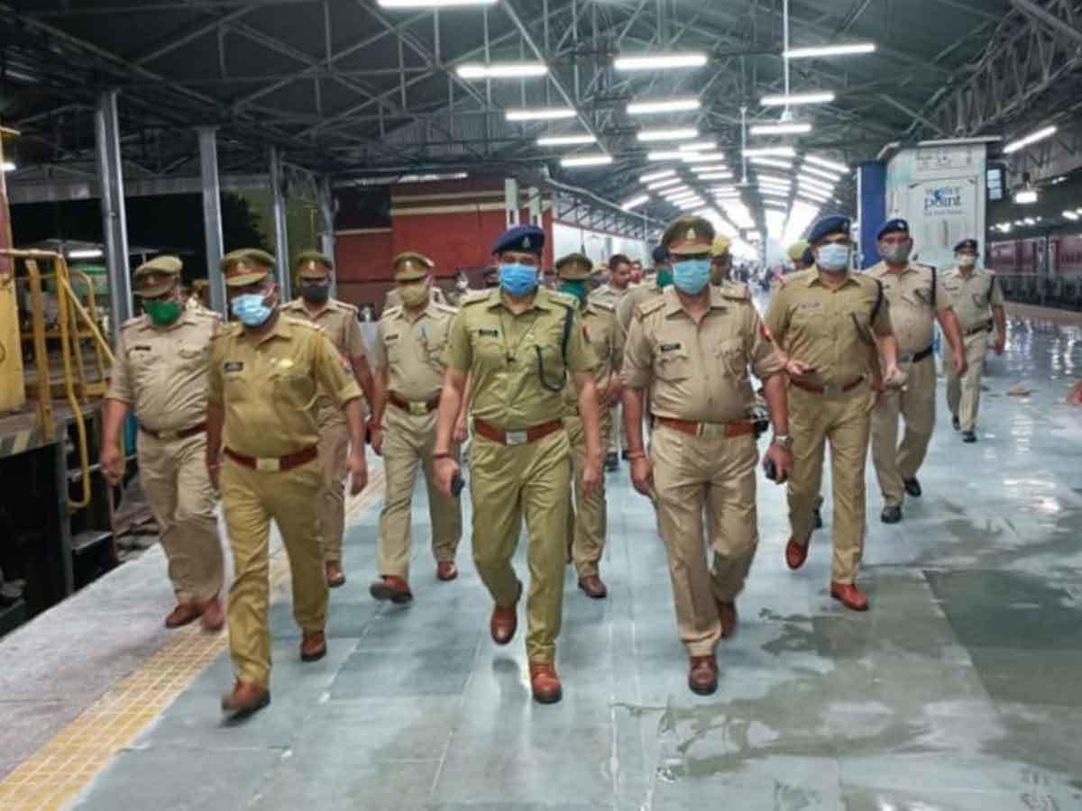 terrorist in lucknow: लखनऊ में पकड़े गए आतंकियों का मिला कानपुर कनेक्शन,  ATS ने 4 संदिग्धों को उठाया, साथियों की तलाश जारी - kanpur connection of  terrorists caught by ats in ...