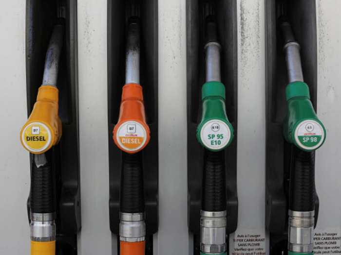 petrol-diesel-price-crude-dealer-price-of-diesel-is-more-then-petrol-still-it-is-under-control-know the reason