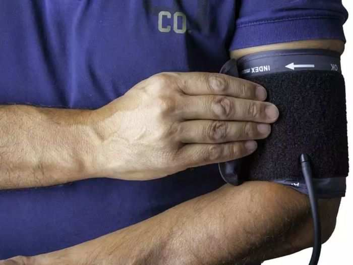 can you take blood pressure on both arms at the same time here know what studies says