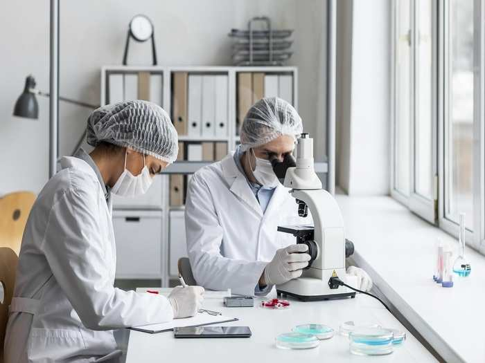 medium-shot-scientists-laboratory