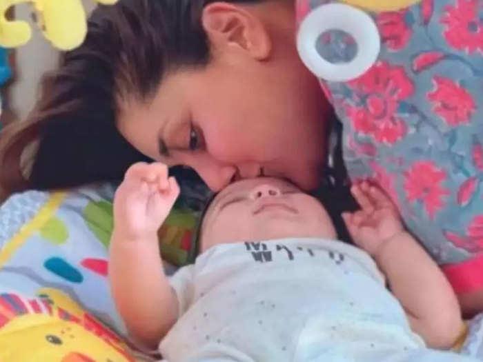 Kareena Kapoor son Jeh photo viral on internet: Kareena Kapoor son Jeh  First Picture: ये तस्वीर करीना कपूर के इंस्टाग्राम फैन पेज पर शेयर की गई  है। - Navbharat Times