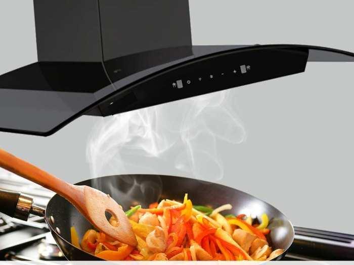 आपके किचन से हानिकारक गैस और स्मोक के साथ एक्स्ट्रा ऑयल को भी क्लीन करती हैं ये किचन चिमनी