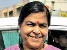 hundred rupees for selfie with minister 100 rupees will have to be paid for taking selfie with mp minister usha thakur