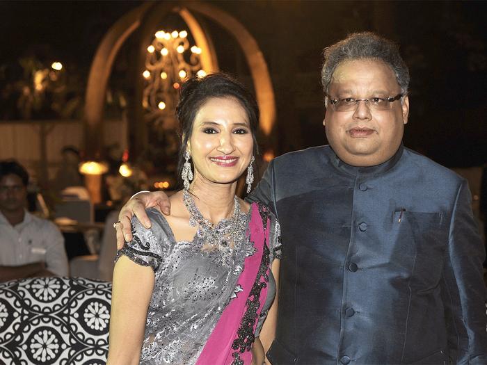 rakesh jhunjhunwala dumps rs 154 cr worth of tata motors shares in q1