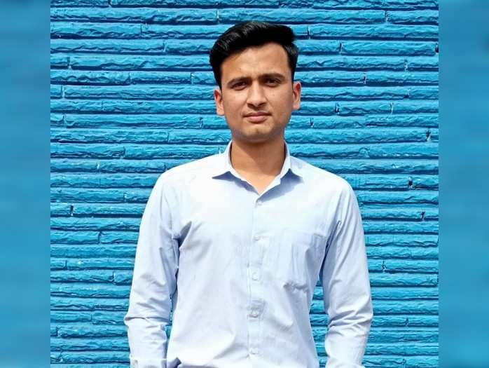 गांव के लड़के ने UPSC के इस एग्जाम में किया टॉप, अब फ्लाइंग ऑफिसर बन करेगा देश की रक्षा