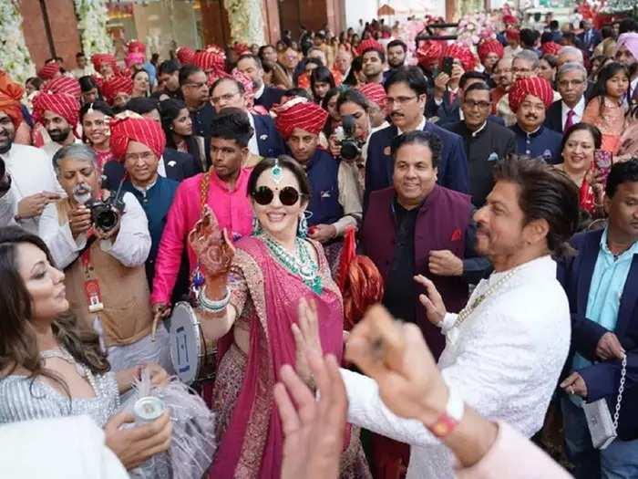 nita ambani looked drop dead gorgeous in pink lehenga designed by sabyasachi mukherjee at akash ambani shloka mehta wedding