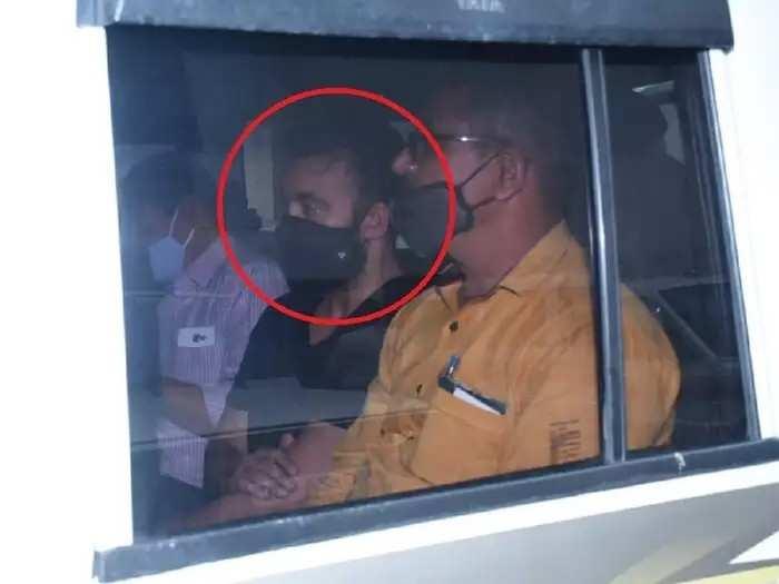अटकेतून वाचण्यासाठी राज कुंद्राने पोलिसांना दिलेली २५ लाखांची लाच? आरोपीचा दावा