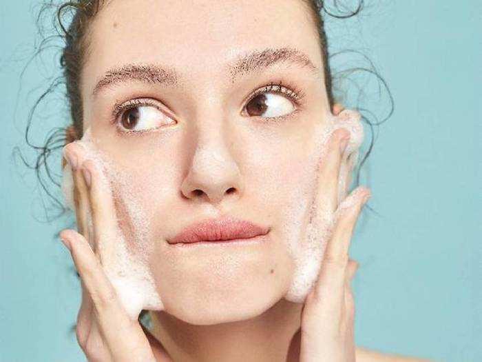 फ्रेश और ग्लोइंग चेहरे के लिए इस्तेमाल करें ये नेचुरल Face wash