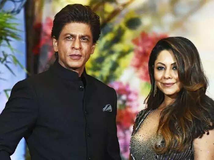 shah rukh khan wife gauri khan repeat her red and golden saree look by fashion designer abu jani sandeep khosla