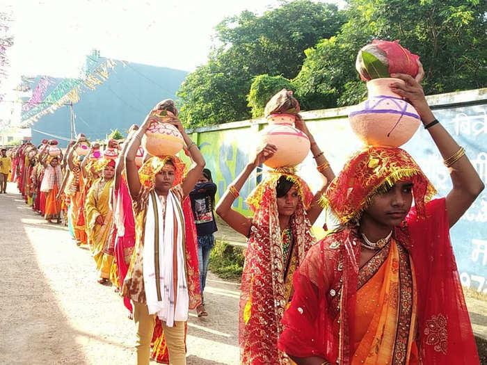 108 women took part kailash shobha yatra taken out in paharpur nalanda bihar