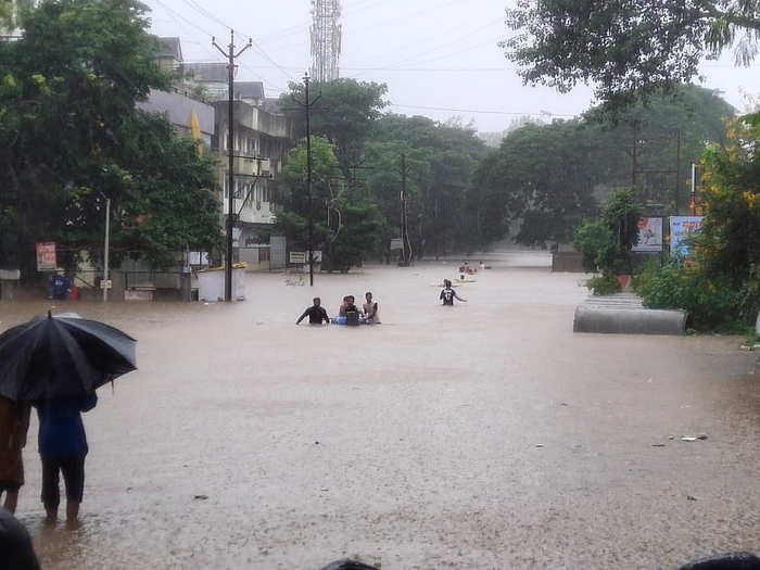 floods hit kolhapur district water seeped into many villages and houses
