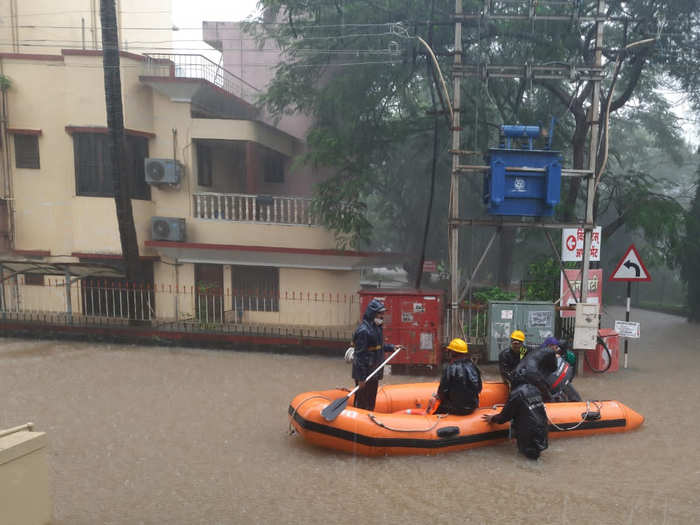 in kolhapur more than 36,000 people from 7,671 families have been shifted due to the floods