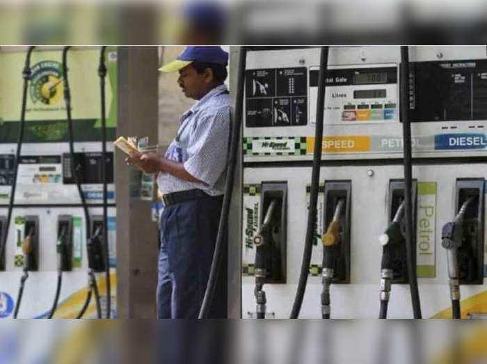 7 दिनों से पेट्रोल डीजल के दाम में तब्दीली नहीं (File Photo)