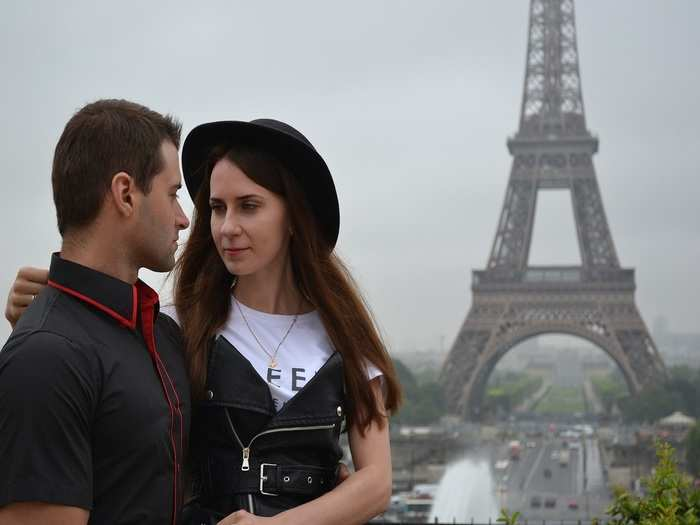 romantic places in paris in hindi