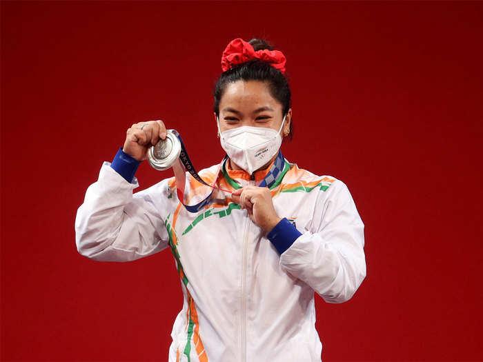pm modi and cricket legend sachin tendulkar lead wishes as mirabai chanu win silver medal in tokyo olympics 2020