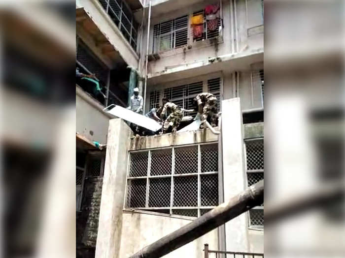 mentally ill patient suddenly jumped out of a window in sion hospital