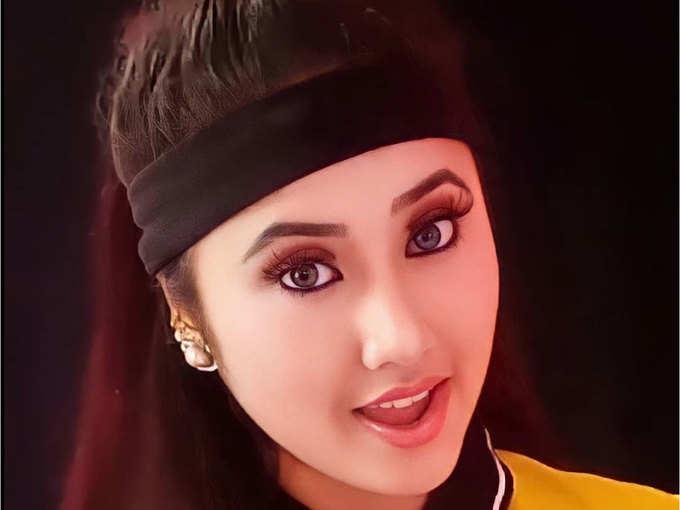 divya bharti look alike photos: OMG! बिल्कुल दिव्या भारती जैसी दिखती हैं मंजू  थापा, जल्द कर सकती हैं बॉलिवुड में डेब्यू - Navbharat Times
