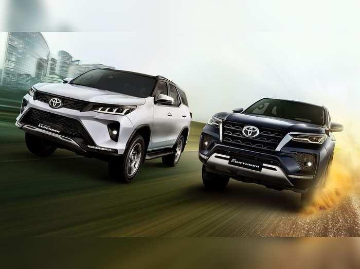 टोयोटा की इन 3 धांसू कारों पर मिल रही है 65000 रुपये की भारी छूट, जानें कैसे उठाएं फायदा