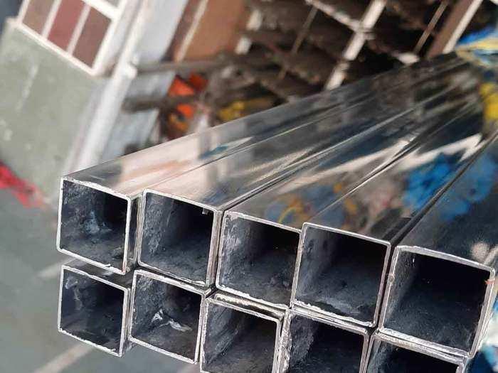 स्टेनलेस स्टील के कारोबार की चमक पड़ी फीकी