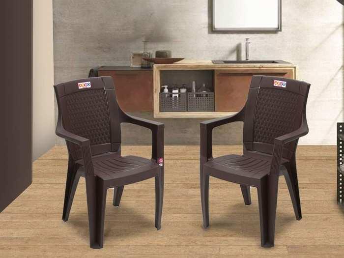 मजबूत होने के साथ ही काफी लाइटवेट हैं ये Plastic Chairs, घर और ऑफिस में कर सकते हैं इस्तेमाल