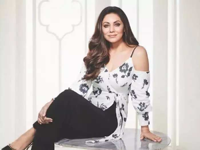 actor shah rukh khan wife gauri khan brutally trolled for her colourful sweater look