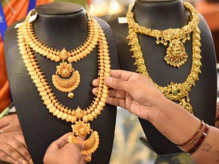 gold price today, silver price today, gold tumbles 61 rupee